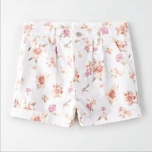 American Eagle Mom Floral Shorts White